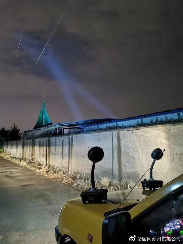 激光大炮消除悬挂在35千伏藏香线导线上铁丝