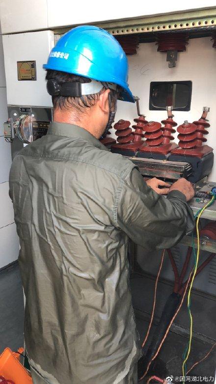 钢都变电站开关柜电压互感器绝缘性能检查