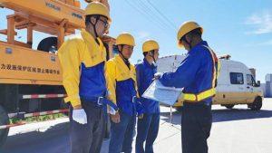 国网岱山县供电公司带电作业对电力设备进行维修维保