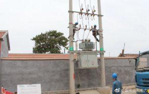 国网垦利区供电公司对电杆成套设备拆除更换