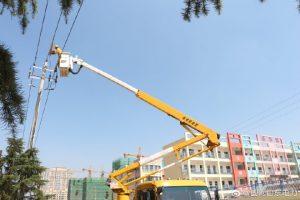 国网莒南县供电公司带电作业更换绝缘子