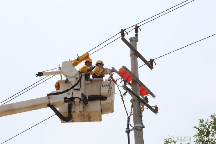10千伏杜家线24号杆实施带电接火作业