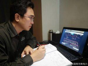 国网济源供电公司对仪器带电检测,分析隐患