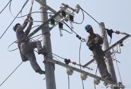伏羲供电所完成2号配变台区增容改造和低压线路负荷割接工作