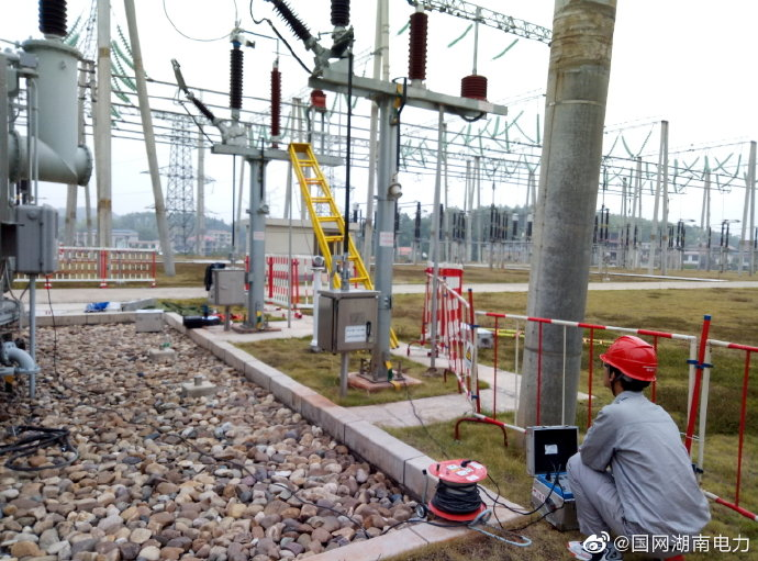 邵阳变电检修公司对避雷器进行耐压试验