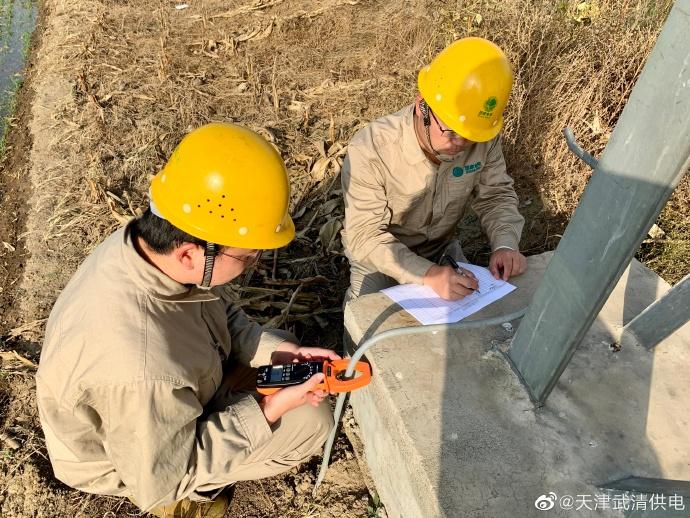 武清供电公司输电运检室开展接地电阻测试