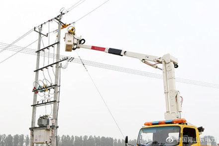 为新增的200千伏安配电变压器接火送电