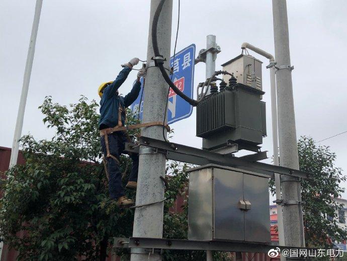 崔家峪镇镇直中2号台区进行线路改造