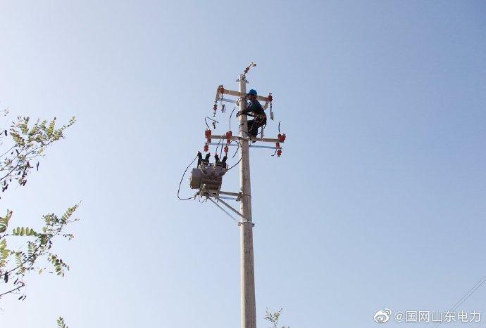 金岭镇埃子赵家村10千伏王家线127-128号杆安装3台环网开关