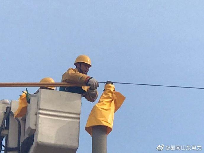 马庄站10千伏山河线街里6号变支线20号杆进行带电撤杆
