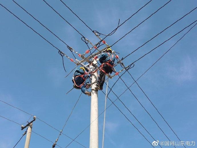 许家湖镇吕丈坡村安装200千伏安变压器一台