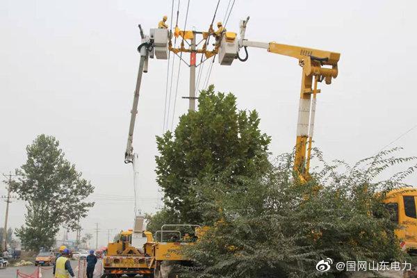 国网临沂供电公司开展直线杆带电改耐张杆工作