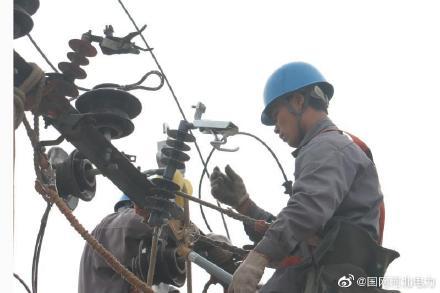 大营村2号变电器进行检修