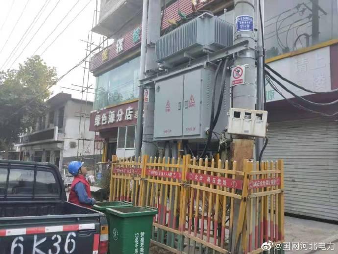 供电所人员对赞皇县广播电视台供电设施检查