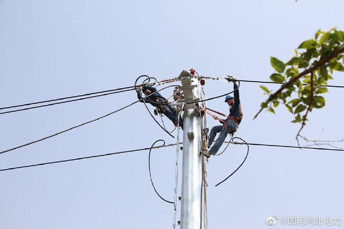 国网海兴县供电公司对10千伏城中线进行改造升级