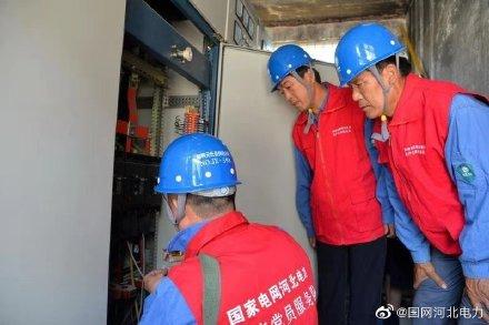 国网元氏县供电公司就客户设备试验、安全性评价、安全隐患排查等开展现场指导
