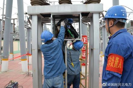国网元氏县供电公司组织人员对35千伏陈郭庄变电站设备进行拉网式排查