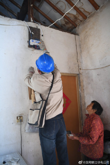 镇江蒋乔供电所针对居民家中漏电保护器故障开展紧急抢修