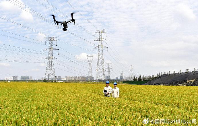 玉山镇群南村使用无人机巡视500千伏玉石线检修维护供电线路