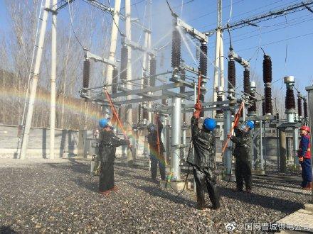 开展主网变电站设备带电水冲洗工作
