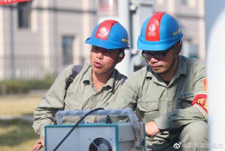 """为顺利交接""""高压试验技术""""的接力棒,国网湖北检修公司电气试验班大胆启用""""知青""""主力班底"""