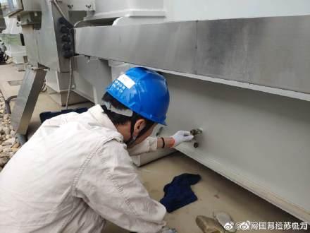 国网江苏检修公司开展主变取油样及铁心接地电流测量工作