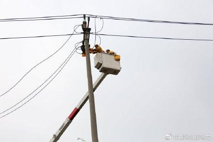 国网安丘市供电公司对某食品厂带电更换开关