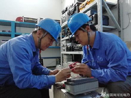 国网沧州供电公司对试验设备进行检查维修