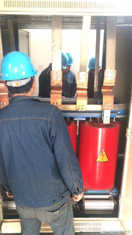 对白甸泵站配电房内设备进行维修保养