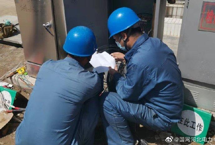 组织工作人员对变电站内设备进行巡视
