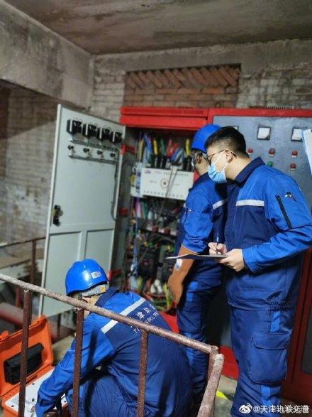 供电中心试验检测人员对低压设备开展预防性检验
